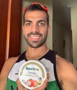 Iván Pajuelo, el atleta Campeón de España, desayuna aceite Iberitos